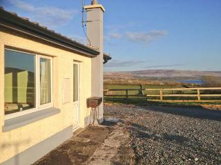 FLAGGY SHORE APARTMENT, pet friendly, with a garden in New Quay, County Clare, Ref 13662 - Galway vacation rentals