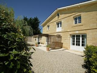 Le Relais, relax in a cottage on a Bordeaux winery - Saint-Caprais-De-Bordeaux vacation rentals