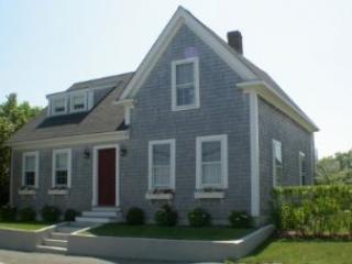 4 Bedroom 3 Bathroom Vacation Rental in Nantucket that sleeps 8 -(10145) - World vacation rentals