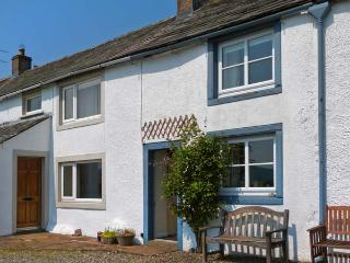 MELL FELL COTTAGE , pet friendly, character holiday cottage, with open fire in Penruddock, Ref 12178 - Penrith vacation rentals
