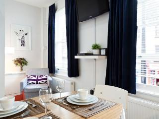 Trendy Two Bedroom Camden Apartment w/WIFI - London vacation rentals
