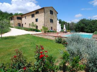 5-bedroom Tuscan Villa w/pool near Siena+Florence - Casole D'elsa vacation rentals
