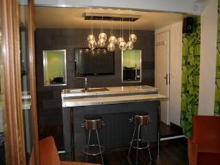 Montorgueil in Style 1BR - 907 - Paris vacation rentals