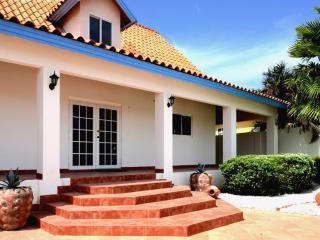 Villa - exceptional garden with pool, near beaches - Palm/Eagle Beach vacation rentals