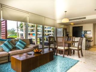 Corner Ground Floor Unit by the Beach Club and Pool! - Riviera Maya vacation rentals