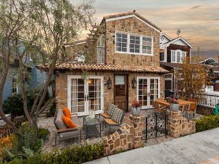 New Balboa Island Bayfront Home! Large Patio & Balcony! (68276) - Newport Beach vacation rentals