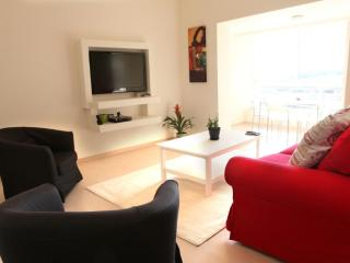 S U N N Y  ✺  Seaside 1BR, 30sec to Gordon♒Beach! - Tel Aviv vacation rentals