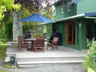 Cozy 3 bedroom Cabin in Taupo with Deck - Taupo vacation rentals