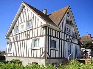 Beachfront Villa. Courseulles-sur-Mer, Normandy,FR - Dives-sur-Mer vacation rentals