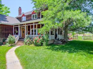 Farmhouse Splendor With All the Amenities! - Templeton vacation rentals