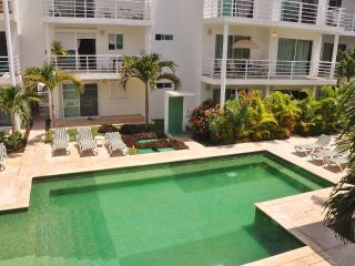 Perfect Condo in tranquil complex - Playa del Carmen vacation rentals