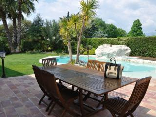 Lovely Villa- Heated Pool Close To Nice -For 9 - Cagnes-sur-Mer vacation rentals