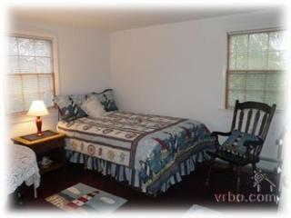 2 Bedroom 1 Bathroom Vacation Rental in Nantucket that sleeps 4 -(10149) - World vacation rentals