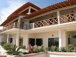 Casa Jacaranda Central Location View Mex Pipeline - Barra de Colotepec vacation rentals