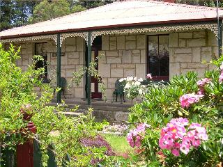Cozy 3 bedroom Katoomba House with Satellite Or Cable TV - Katoomba vacation rentals