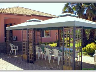 Syracuse beautiful quiet Villa 200m from the beach - Syracuse vacation rentals