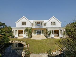 Bright 5 bedroom House in Hermanus with Deck - Hermanus vacation rentals