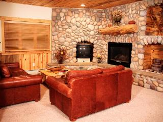 Timber Wolf 8C: Cozy Cabin Home with Private Parking—the Ultimate Mountain Getaway - Park City vacation rentals