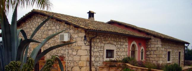 Villa Giusy - 4 Bedroom Sicilian Villa with private pool - Syracuse - rentals