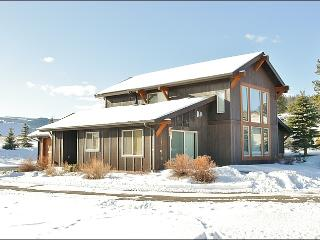 Lovely Artwork & Decor Throughout - Convenient Location - Walk to Restaurants & Groceries (1057) - Big Sky vacation rentals