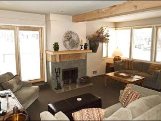 Upscale Residence with Two Master Suites - Contemporary Country Furnishings (1030) - Sun Valley / Ketchum vacation rentals