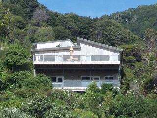 Bright 2 bedroom Bed and Breakfast in Lower Hutt with A/C - Lower Hutt vacation rentals