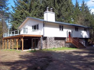 Nice House with Deck and Internet Access - North Bend vacation rentals