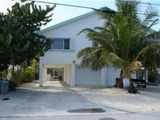 Front of house/parking - Casa Blanco, close to Cabana Club, # 39AA - Key Colony Beach - rentals