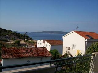 5128  A1(6) - Okrug Donji - Island Ciovo vacation rentals