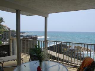 Oceanfront Condo 2 Mi to Downtown Kailua Kona - Kailua-Kona vacation rentals