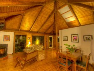 Cozy Cottage with Deck and Internet Access - Volcano vacation rentals
