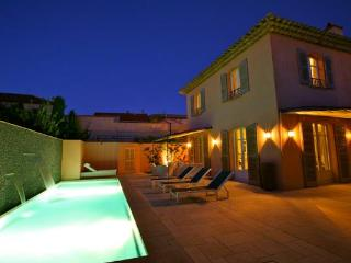 2 minutes from Places des Lices, totally private villa. ACV PEA - Saint-Tropez vacation rentals