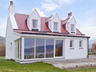 JUBILEE COTTAGE, pet friendly, country holiday cottage, with a garden in Uig - Uig vacation rentals