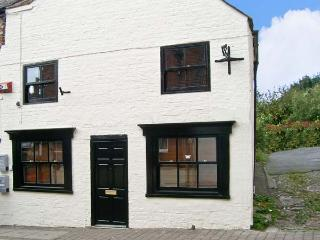 CATHEDRAL WAY, character holiday cottage, WiFi, with a garden, in central Ripon, Ref 13899 - Ripon vacation rentals