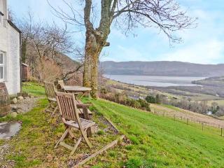 EAST BALCHRAGGAN COTTAGE, pet friendly, character holiday cottage, with a garden in Drumnadrochit, Loch Ness, Ref 13989 - Drumnadrochit vacation rentals