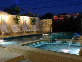 4 Bedroom Villa Walking Street 10 Min Away - Pattaya vacation rentals