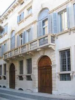 Camozzini's Palace façade - Palazzo Camozzini apt 1 - in the historic city centre - Verona - rentals