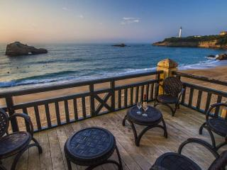 Central beachfront Luxury w/ parking & Terrace - Biarritz vacation rentals