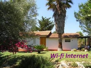 Casetta Giuliana -ideal for couple 300 meters away from the sea- Wi-fi Internet - Noto vacation rentals