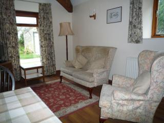 Comfortable 1 bedroom Poole Keynes Cottage with Washing Machine - Poole Keynes vacation rentals