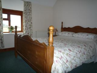 Comfortable Cottage with DVD Player and Patio - Cirencester vacation rentals