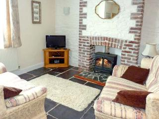 LOWEN PENTY, slate floors, flexible sleeping arrangements, town centre location in Lostwithiel, Ref 13586 - Lostwithiel vacation rentals