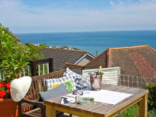102 GILLS CLIFF, stunning views, king-size bed, decked area overlooking the sea, in Ventnor, Ref 14256 - Ventnor vacation rentals