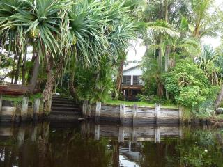 Belongil Beach River House 4 bedroom Byron Bay NSW - Byron Bay vacation rentals