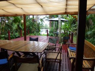 Belongil Beach River House 4 bedroom Byron Bay NSW - Byron Bay vacation rentals