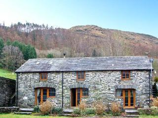 HENDRE HOUSE BARN, multi-fuel stove, en-suite, mountain views in Abergynolwyn, Ref 10446 - Snowdonia National Park Area vacation rentals