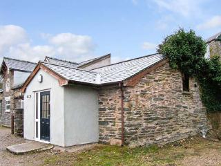 HENDRE ALED COTTAGE 1, delightful single-storey cottage, with two bedrooms and open plan living area, in Llansannan, Ref 6481 - Denbigh vacation rentals