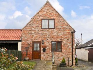 BULLRING COTTAGE, barn conversion, with two bedrooms, corner bath, and walks from the door, in Stokesley, Ref 13900 - Stokesley vacation rentals