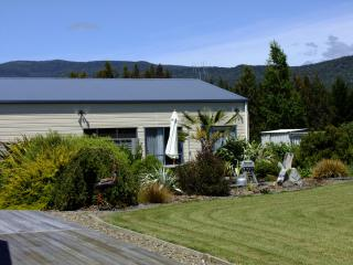 Alpaca Farmstay -  Kepler Mountain View Cottage, Manapouri, Fiordland - Manapouri vacation rentals