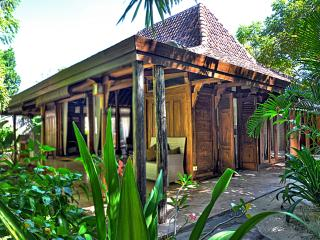 Gili Joglo, luxurious privacy in a tropical villa. - Gili Trawangan vacation rentals